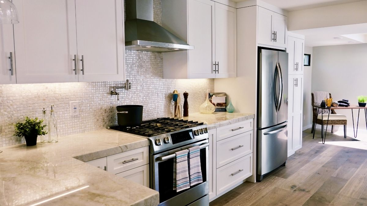 Shaker Cabinets vs. Raised Panel: Choosing the Right Style